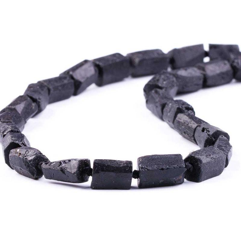 Turmalina neagra mat tuburi neregulate cu fatete 8 mm