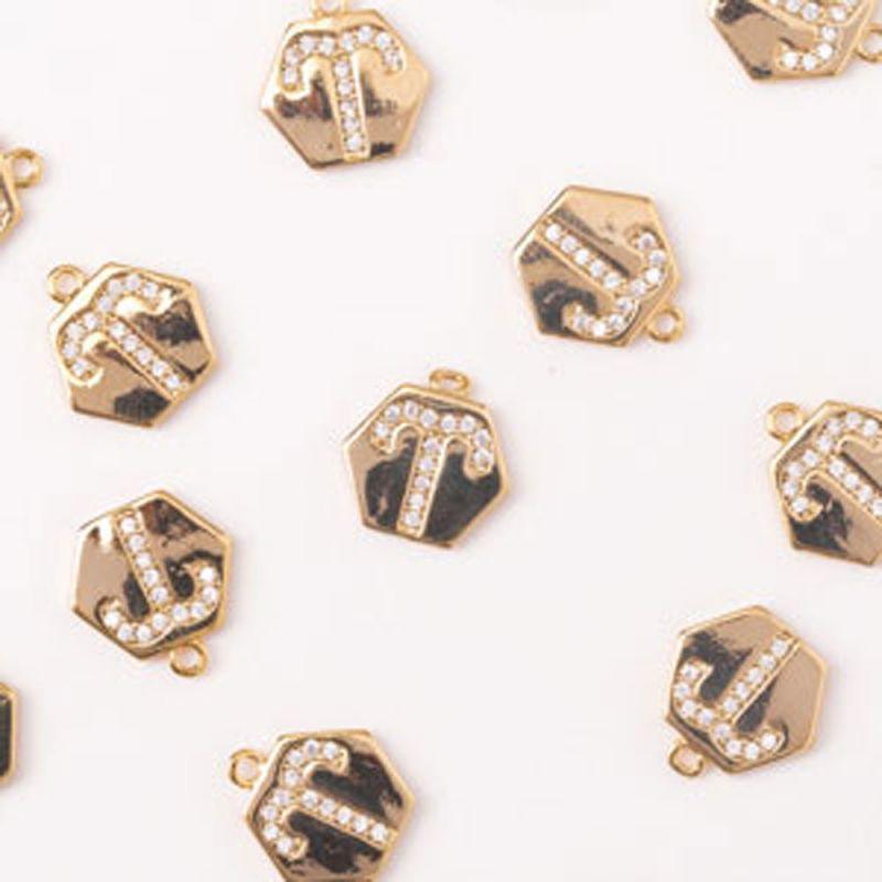 Charm hexagon berbec zirconia alb 10 mm auriu - 1 buc - magazinuldepietre.ro