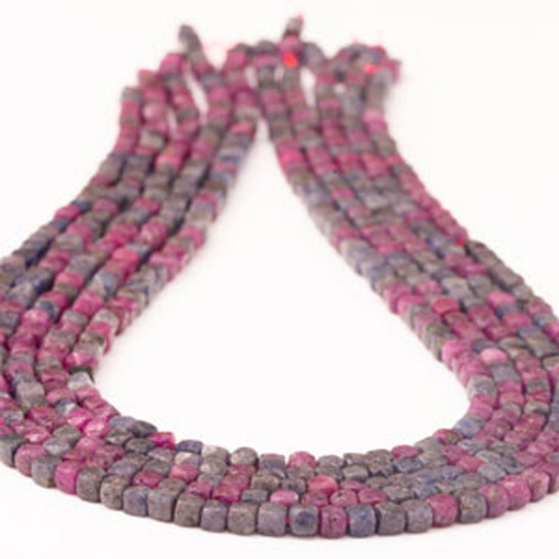 Mix rubin, safir cuburi fatetate 4 mm - magazinuldepietre.ro