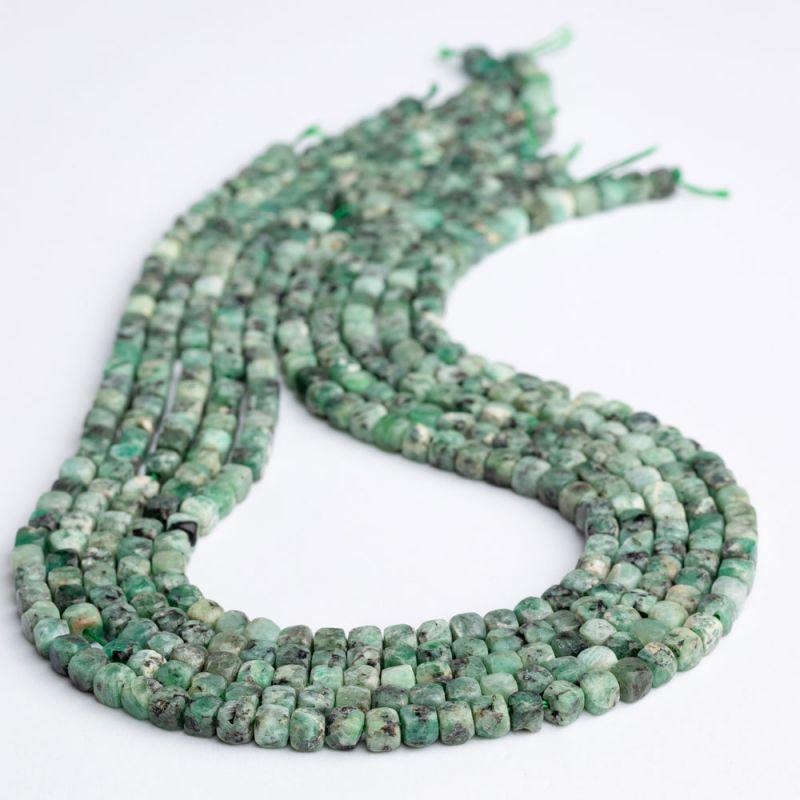 Smarald cuburi fatetate 4.5 mm - magazinuldepietre.ro