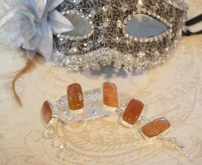 Confectionatul bijuteriilor acasa – Abilitatea de a transforma sclipirea magica a unei pietre semipretioase intr-o bijuterie spectaculoasa
