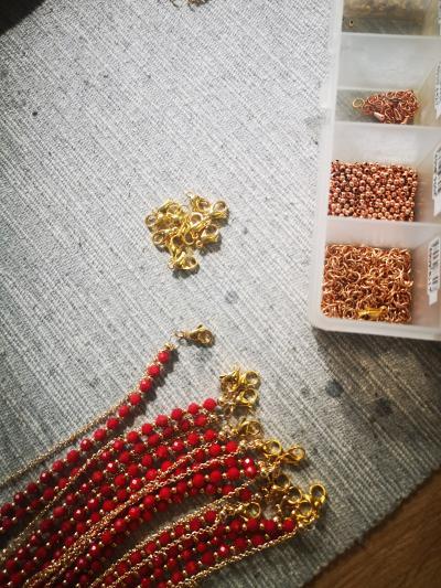 Cum sa creezi o bijuterie handmade cu pietre semipretioase – Sfaturi pentru design si tehnici de lucru